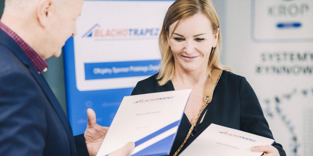 Podpisanie umowy pomiędzy PZN a firmą Blachotrapez_właścicielka Pani Renata Skawska_fot. Blachotrapez