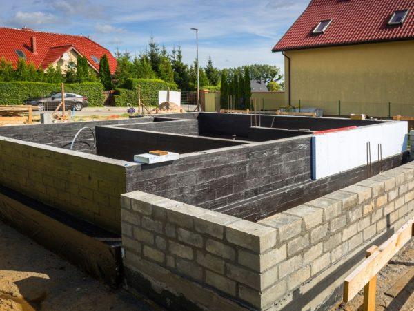 Ultrament izolacja bitumiczna fundamentów